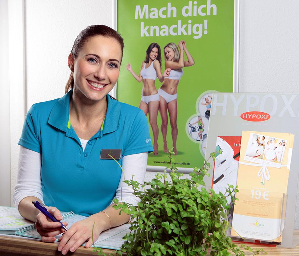 Straffere Haut und Gewichtsverlust dank des HYPOXI-Trainers: Studioleiterin Carina Krüger freut sich auf Ihren Besuch. FOTO: Wellform