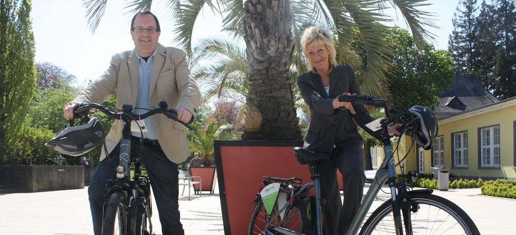 Mit dem Rad durch den Deister und das Schaumburger Land: Carsten Finke und Silke Busche verleihen mit der KurT E-Bikes und Tourenfahrräder. Foto: js