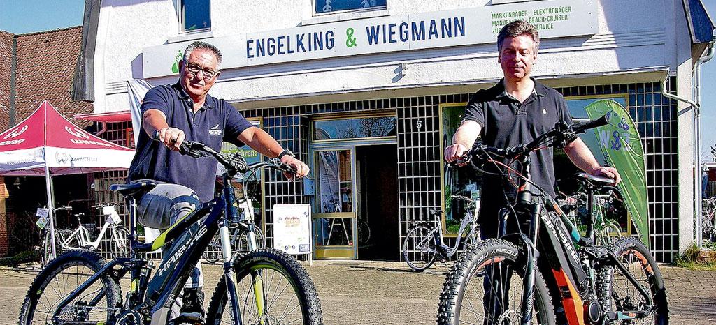 Ingo Engelking (links) und Jörg Wiegmann freuen sich über das zehnjährige Bestehen ihres Fachgeschäfts für Markenräder.